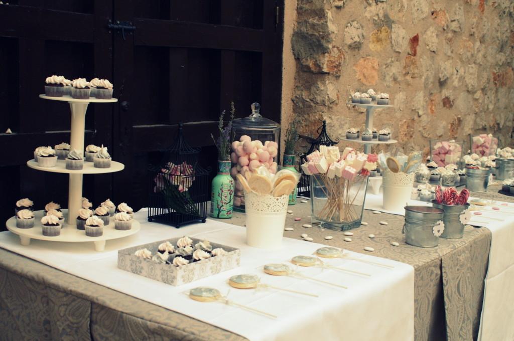 buffet de cupcakes para boda